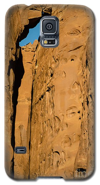 Galaxy S5 Case featuring the photograph Portal Through Stone by Jeff Kolker