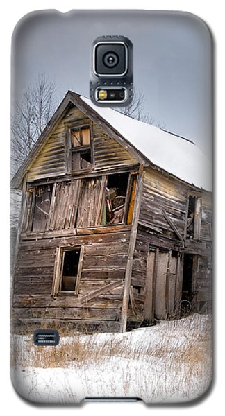 Portrait Of An Old Shack - Agriculural Buildings And Barns Galaxy S5 Case