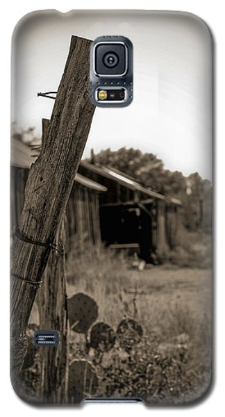 Galaxy S5 Case featuring the photograph Posted In Time by Amber Kresge