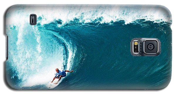 Pro Surfer Kelly Slater Surfing In The Pipeline Masters Contest Galaxy S5 Case by Paul Topp