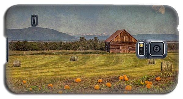 Pumpkin Field Moon Shack Galaxy S5 Case