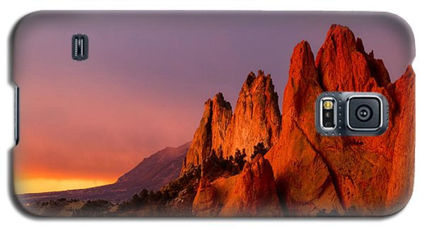 Galaxy S5 Case featuring the photograph Purple Morning At Garden Of The Gods by Ronda Kimbrow