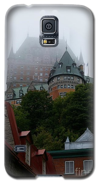 Galaxy S5 Case featuring the photograph Quebec City by Tannis  Baldwin