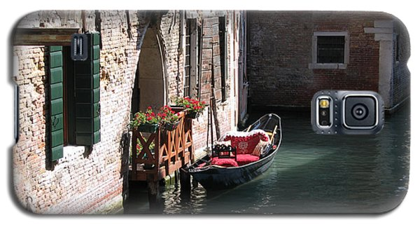 Galaxy S5 Case featuring the photograph Quiet Venice Parking Place by Michael Helfen