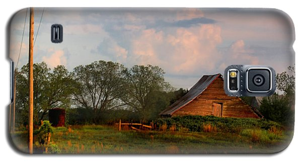 Galaxy S5 Case featuring the photograph Quintessentially  South Georgia by Laura Ragland