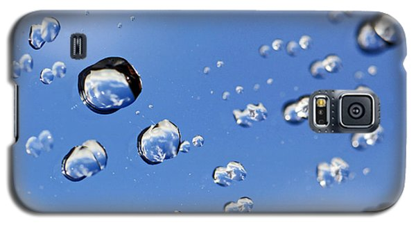 Galaxy S5 Case featuring the photograph Raindrops On Window by Craig B