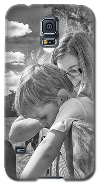 Galaxy S5 Case featuring the photograph Reaching by Howard Salmon