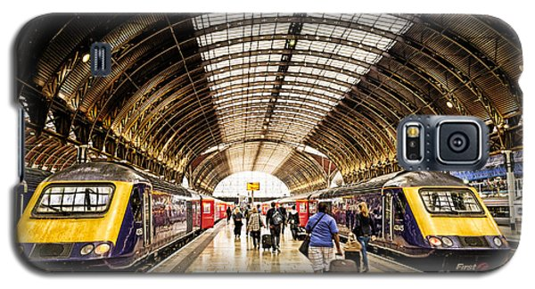 Ready For Departure - Trains Ready To Depart From Under The Grand Roof Of London Paddington Station Galaxy S5 Case