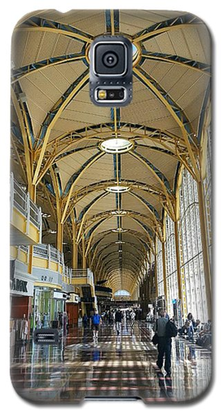 Galaxy S5 Case featuring the photograph Reagan National Airport by Suzanne Stout