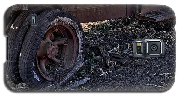 Galaxy S5 Case featuring the photograph Rear Wheel Drive by Michael Gordon