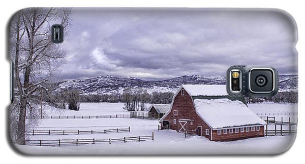 Galaxy S5 Case featuring the photograph Red Barn At Lamb Ranch by Kristal Kraft