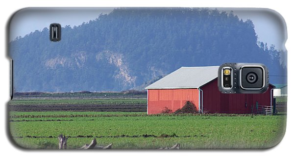 Galaxy S5 Case featuring the photograph Red Barn by Erin Kohlenberg