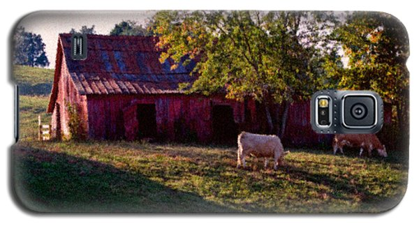 Red Barn Five Galaxy S5 Case by Ken Frischkorn