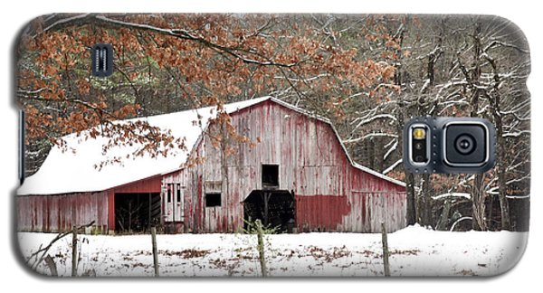 Red Barn In Snow Galaxy S5 Case by Robert Camp