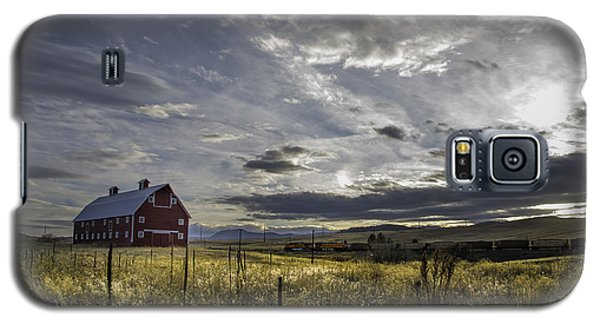 Galaxy S5 Case featuring the photograph Red Barn Southbound Train by Kristal Kraft