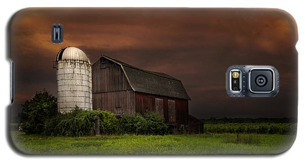Red Barn Stormy Sky - Rustic Dreams Galaxy S5 Case by Gary Heller