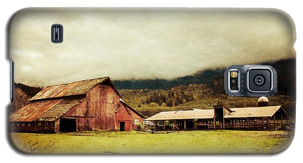 Red Barn Galaxy S5 Case by Takeshi Okada