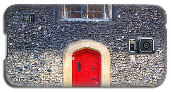 Red Door In Winchester Uk Galaxy S5 Case by Haleh Mahbod