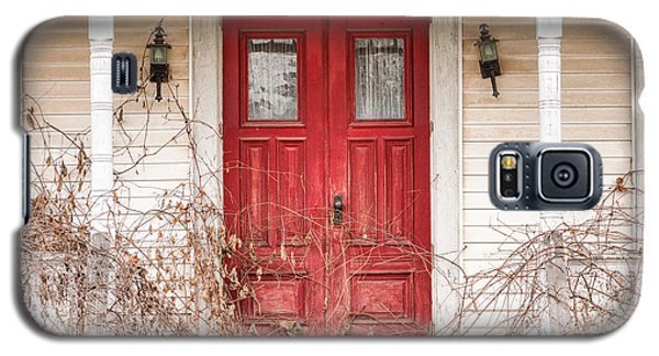 Red Doors - Charming Old Doors On The Abandoned House Galaxy S5 Case