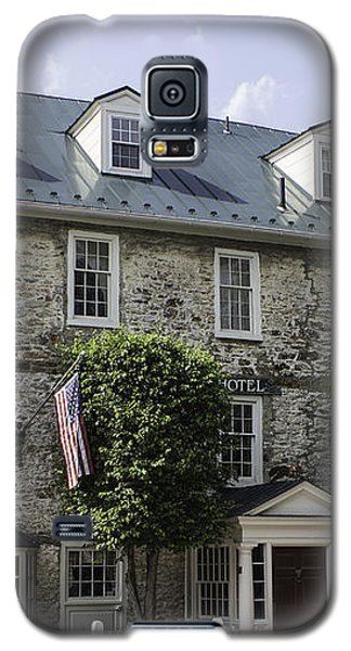 Red Fox Inn Galaxy S5 Case by Arlene Carmel