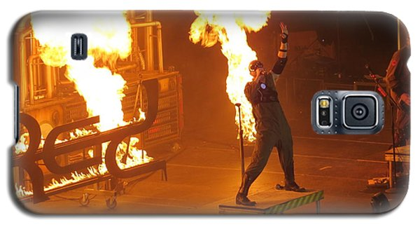 Galaxy S5 Case featuring the photograph Red Heats Up Winterjam In Atlanta by Aaron Martens