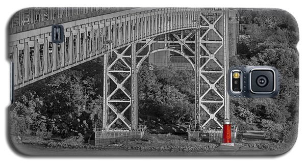 Red Lighthouse And Great Gray Bridge Bw Galaxy S5 Case