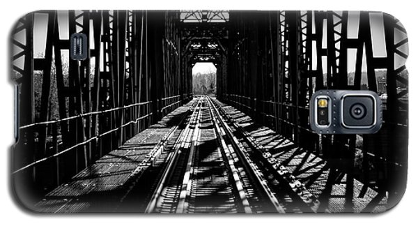 Red River Rail Road Crossing In Bw Galaxy S5 Case by Diana Mary Sharpton