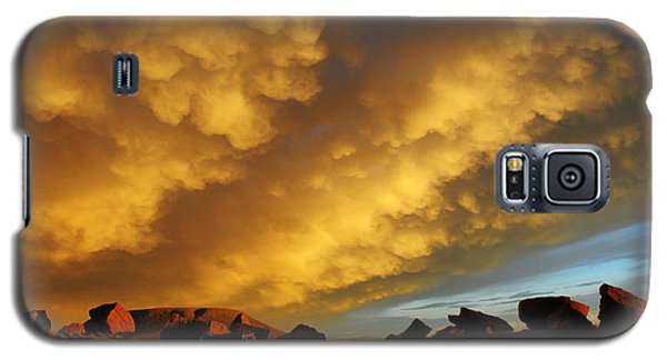 Galaxy S5 Case featuring the photograph Red Rock Coulee Sunset by Vivian Christopher