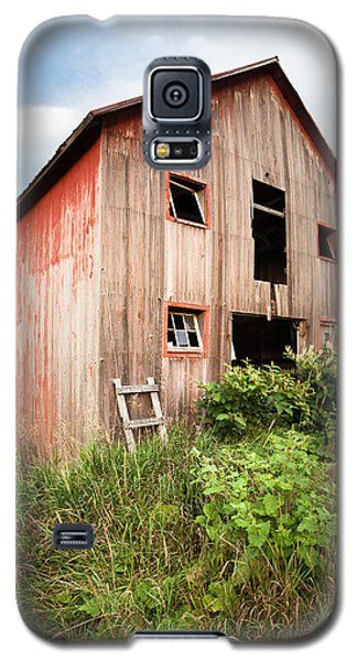 Galaxy S5 Case featuring the photograph Red Shack On Tucker Rd - Vertical Composition by Gary Heller