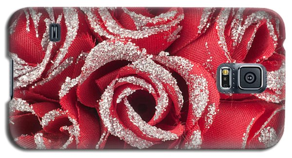 Galaxy S5 Case featuring the photograph Red Valentines Day Roses by Gunter Nezhoda