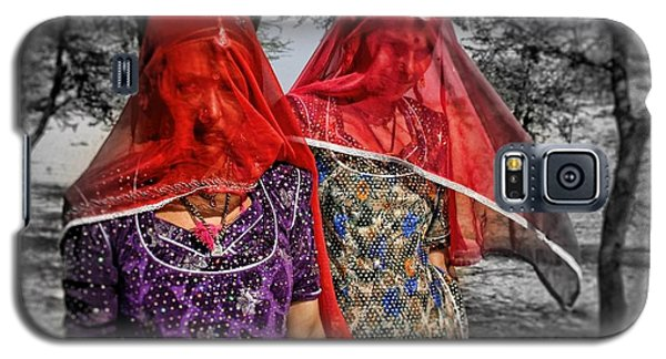 Red Veils In Rajasthan Galaxy S5 Case by Henry Kowalski