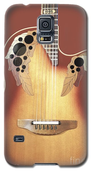 Redish-brown Guitar On Redish-brown Background Galaxy S5 Case