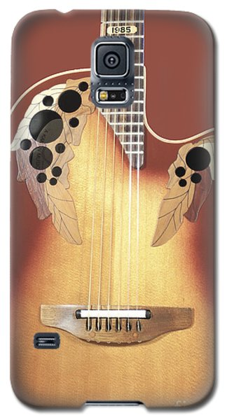 Redish-brown Guitar On Redish-brown Background Galaxy S5 Case