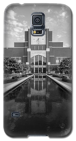 Reflecting Pond Outside Of Oklahoma Memorial Stadium Galaxy S5 Case by Nathan Hillis
