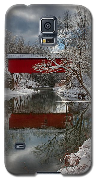 reflection of Slaughterhouse covered bridge Galaxy S5 Case by Jeff Folger
