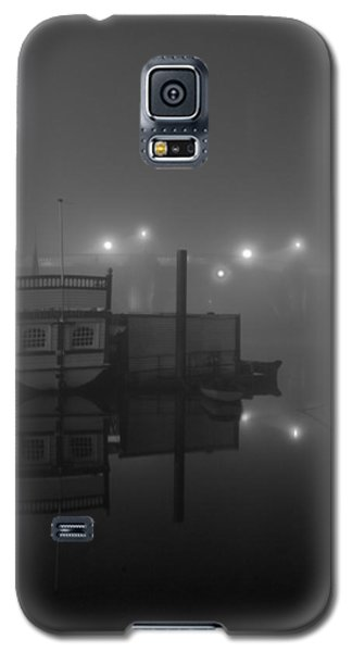 Reflection On Misty Thames  Galaxy S5 Case