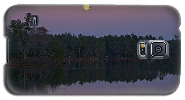 Galaxy S5 Case featuring the photograph Replacing The Sunset by Alice Mainville