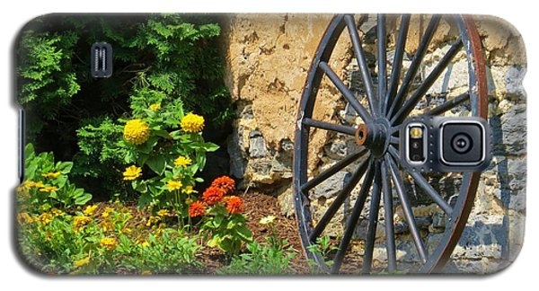 Galaxy S5 Case featuring the photograph Retired Wagon Wheel by Jeanette Oberholtzer