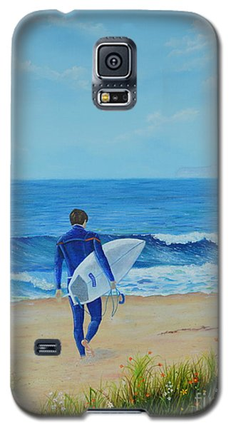 Galaxy S5 Case featuring the painting Returning To The Waves by Mary Scott