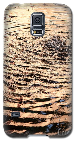 Ripple Reflection In Fountain Water Galaxy S5 Case