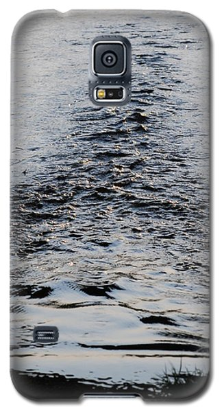 Galaxy S5 Case featuring the photograph Ripples In A V by Ramona Whiteaker