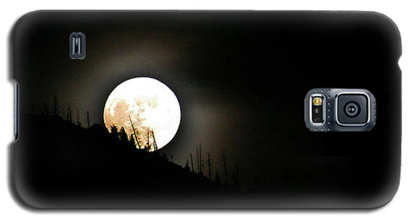 Galaxy S5 Case featuring the photograph Rising Moon by Joel Loftus