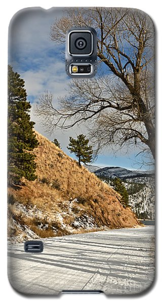 Galaxy S5 Case featuring the photograph Road To The Lake by Sue Smith