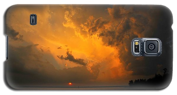 Galaxy S5 Case featuring the photograph Roar Of The Heavens by Terri Gostola