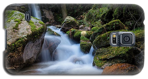 Galaxy S5 Case featuring the photograph Rock To Rock Down by Edgar Laureano