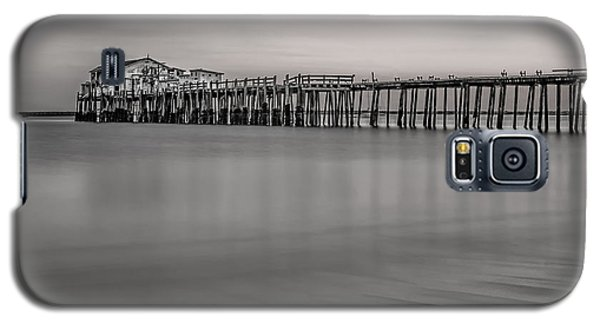Romeo's Pier Bw Galaxy S5 Case by Linda Villers