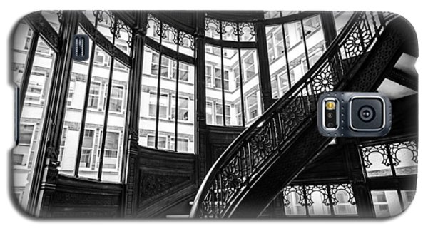 Rookery Building Winding Staircase And Windows - Black And White Galaxy S5 Case