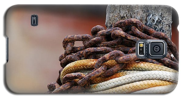 Galaxy S5 Case featuring the photograph Rope And Chain by Wendy Wilton