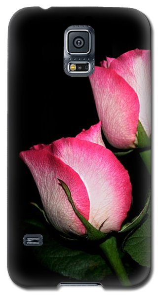 Galaxy S5 Case featuring the photograph Roses by Cathy Harper