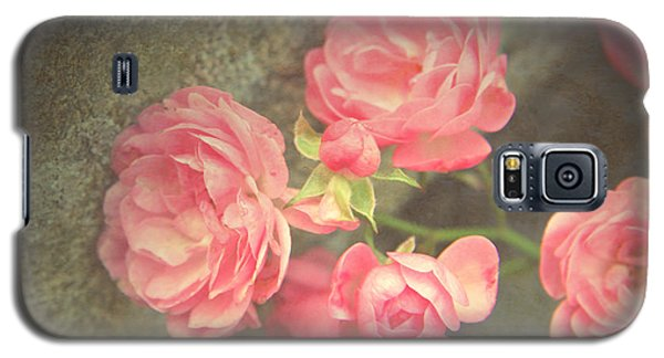 Galaxy S5 Case featuring the photograph Roses On Granite by Brooke T Ryan